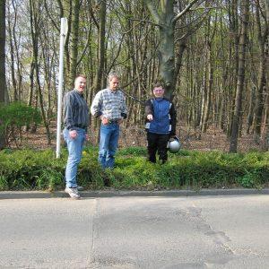 Von links: Peter Wenzel, Anwohner Herr Christ, Jens Vogel